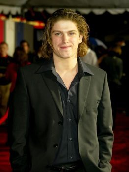 Michael Mantenuto arrives for the 2004 premiere of 'Miracle' at Grauman's Chinese Theatre in Hollywood. (Photo: Kevin Winter, Getty Images)