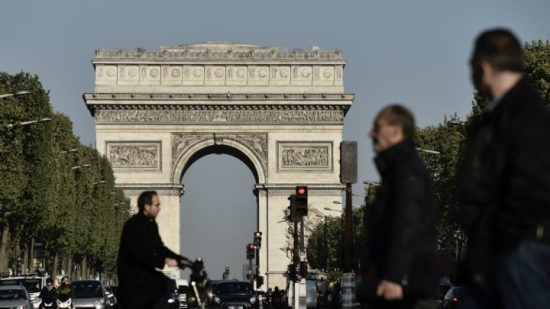 champs-elysees-police-operation-550x309