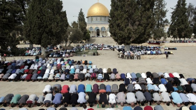friday-prayers-outside-dome-of-the-rock