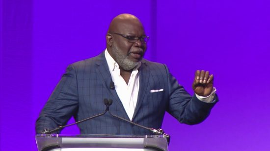 Bishop T D  Jakes Encourages Black Community to Overcome Financial