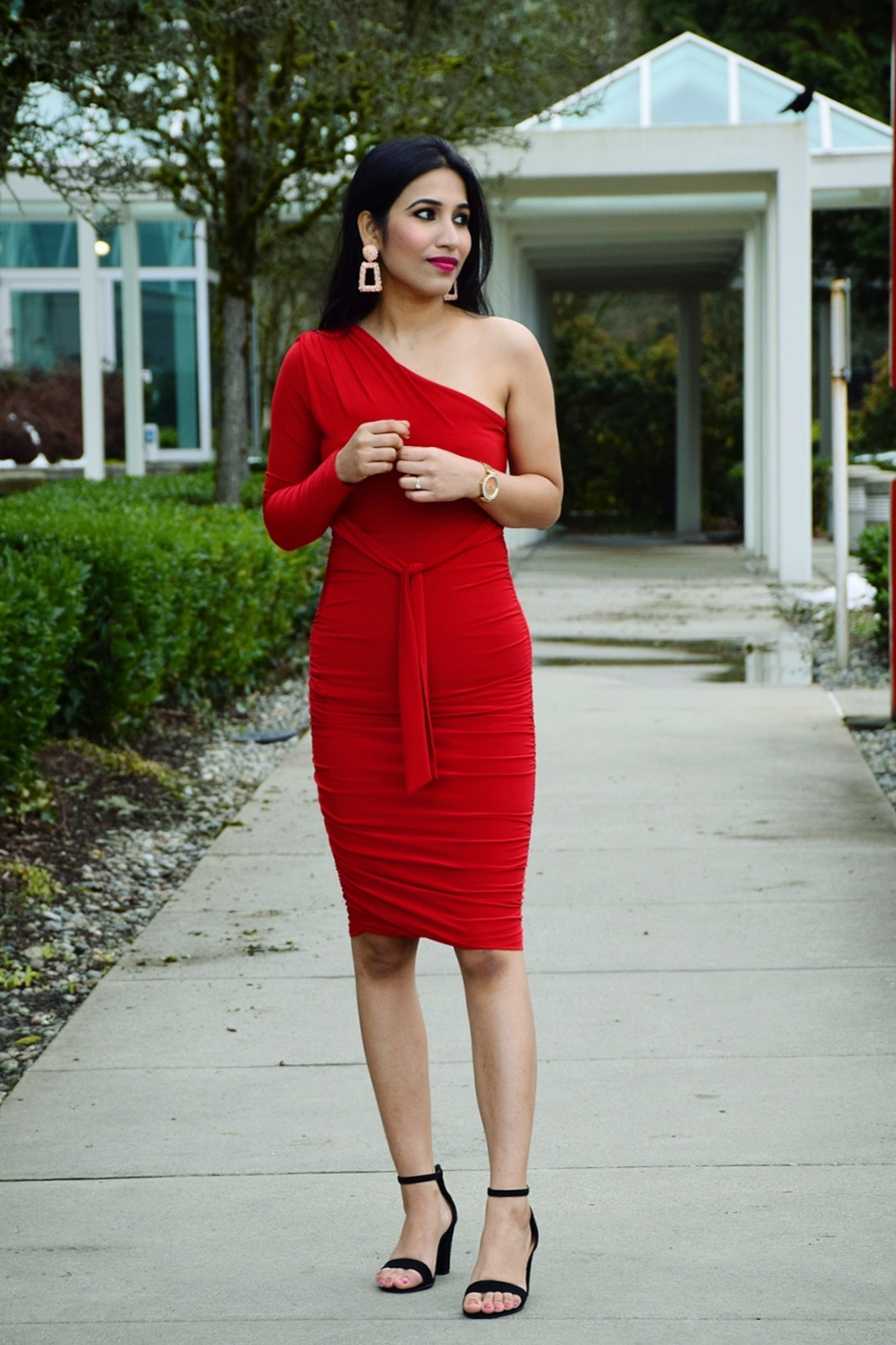 https://femmeluxefinery.co.uk/collections/dresses/products/red-one-shoulder-ruched-slinky-midi-dress-savannah