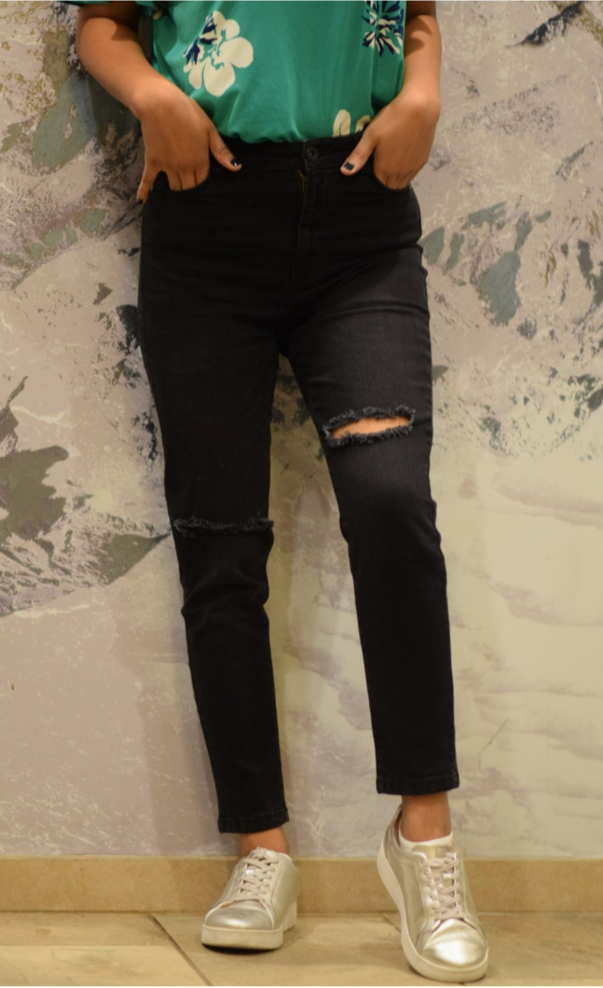 https://femmeluxefinery.com/products/black-ripped-cropped-skinny-jeans-anna