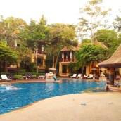 swim up pool bar happy hour Crown Lanta Resort