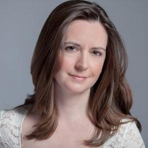 Author Pic - Caroline Linden