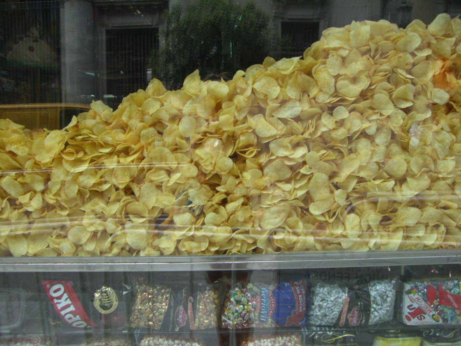 The Spaniards really dig on potato chips (patatas fritas)