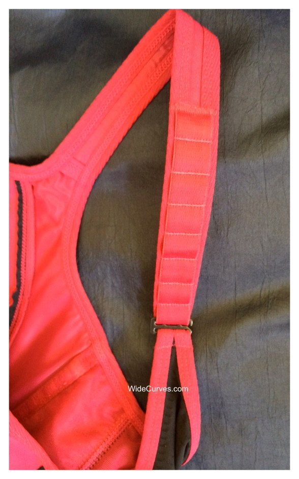 Adjustable straps of Lunaire Seamless Sports Bra. Image by WideCurves.com.