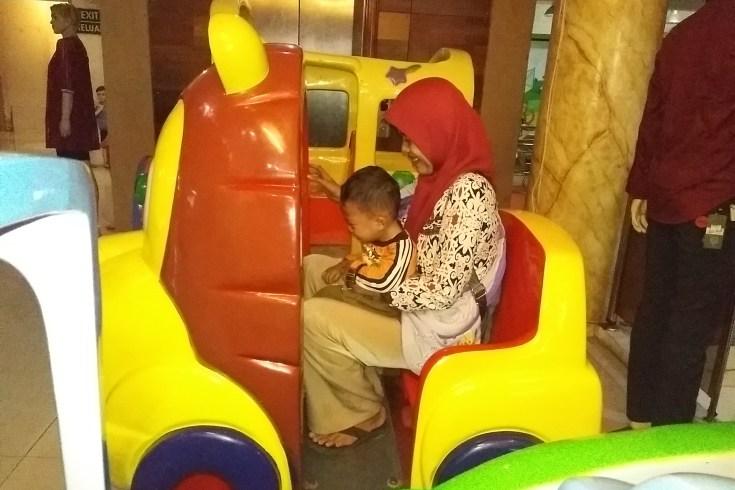 Ketika Seorang Ibu Tuli Parsial (Hard of Hearing) Belajar Menyanyi demi Anak