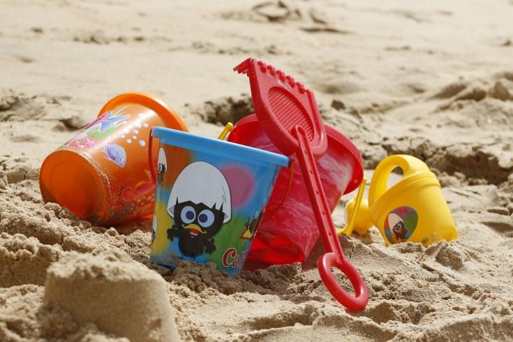 Agar Wisata Pantai Bersama Balita tetap Seru