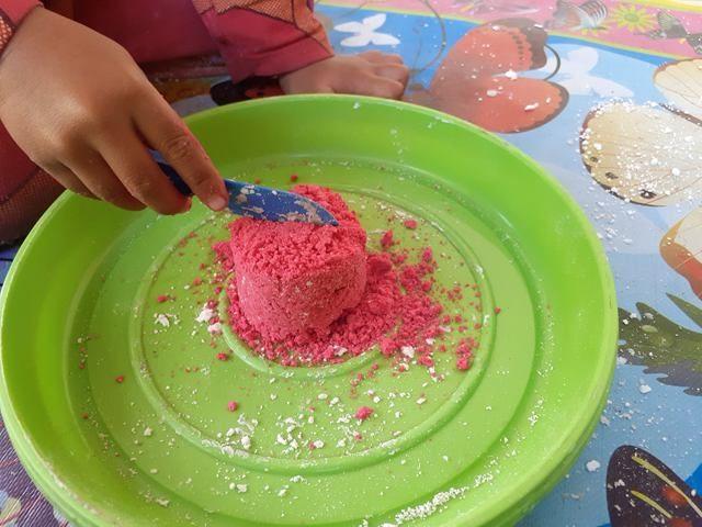 Membuat Pasir Kinetik Home Made dari Tepung Tapioka