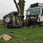Wypadek na drodze wojewódzkiej nr 242 -kierowcy trafili do szpitala