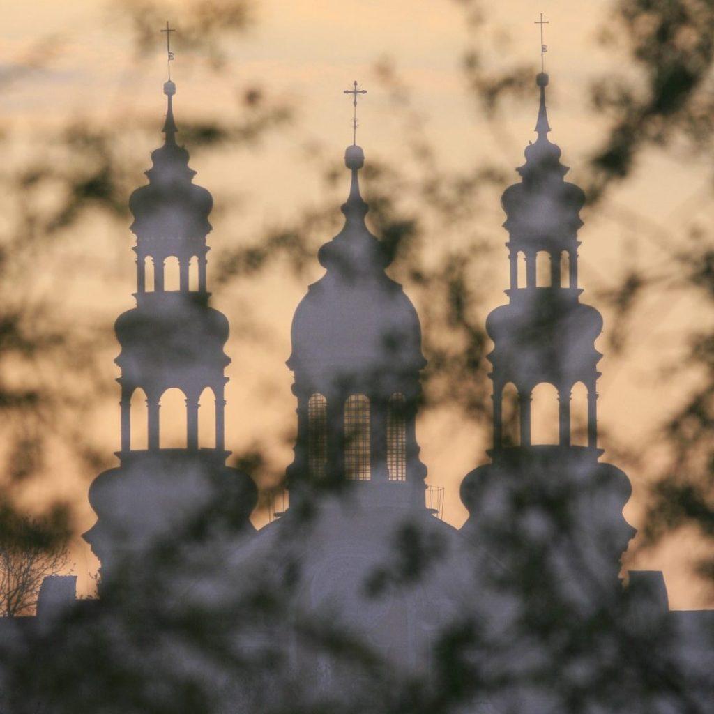 Wieże kościoła klasztornego w Lądzie
