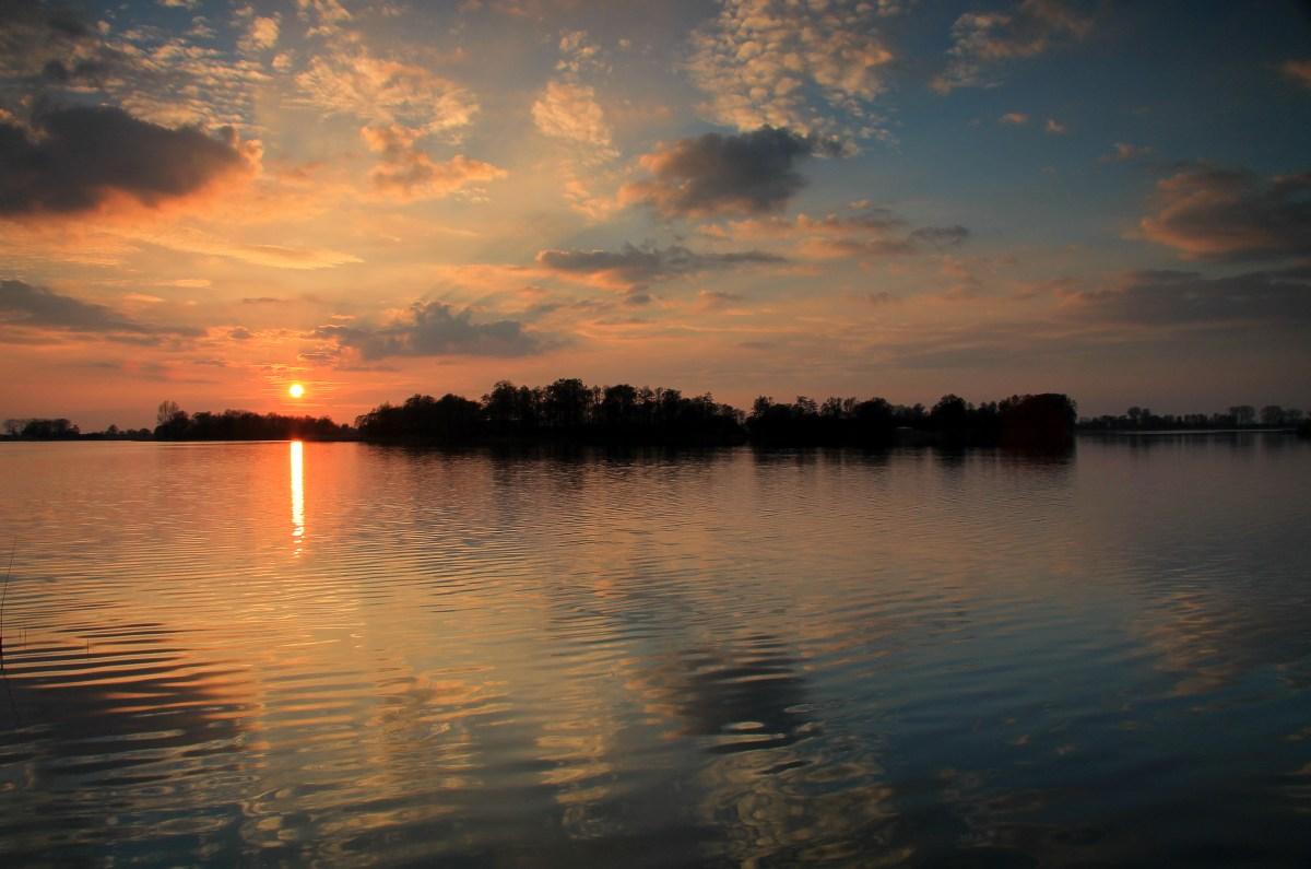Zachód słońca nad Jeziorem Lednica