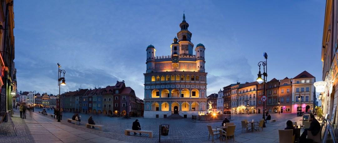 Stary Rynek w Poznaniu wczesnym wieczorem