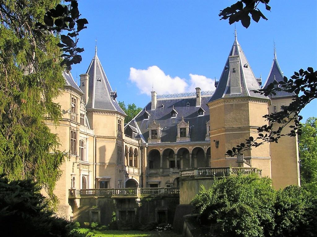 Zamek w Gołuchowie od strony parku