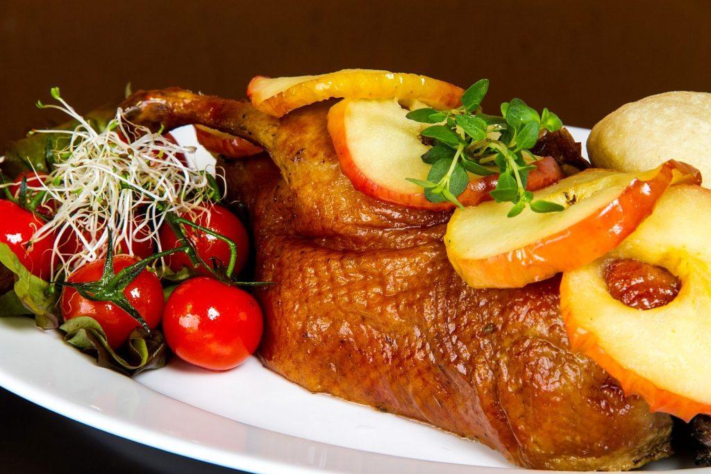 Kaczka z pyzami w restauracji Hacjenda w Poznaniu