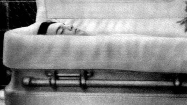 8 zdjęć znanych osób zrobionych tuż przed tym zanim zostały pochowane! To  ich ostatnie fotografie!