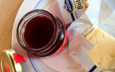Butter und Marmelade zu Frühstück
