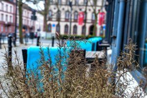 Die Tische sind draußen schon eingedeckt ... Bild: Volker Watschounek