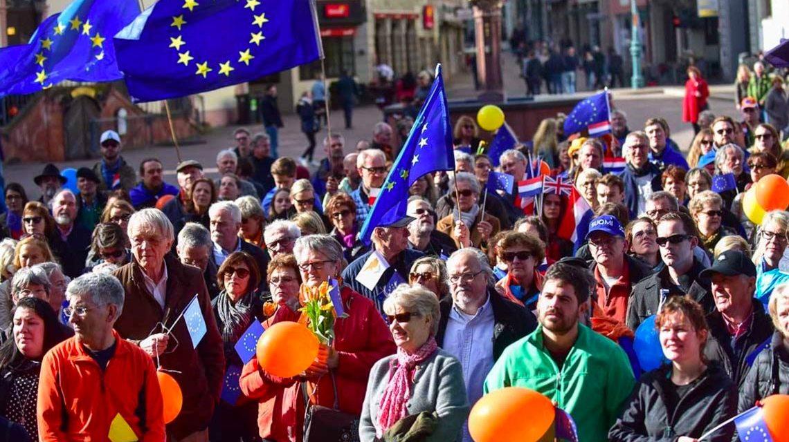 Pulse of Europe in Wiesbaden. Foto: Joachim Sobek