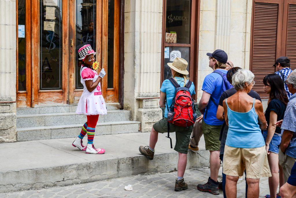 Havanna 2017: Schlange stehen beim Geld wechseln. Foto: Volker Watschounek