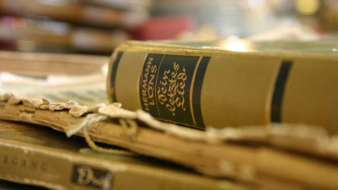 Schöne alte Bücher. Bild Darcie tanner / Flickr