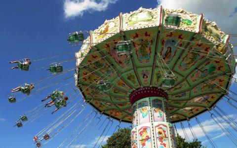 Frühlingsfest und Wilhelmstraßenfest in Wiesbaden. Symbolbild: Albrecht E. Arnold / pixelio