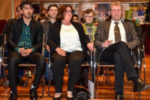 """Menschen des Respekts: Sipan Ayub, Ingrid Haan und stellvertretend für Jonathan """"Johnny"""" Heimes, Vater Martin Heimes. Bild: Volker Watschounek"""