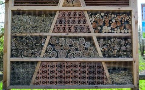 Nisthilfen sind vielfältig und solche Dimensionen sind für den heimischen Balkon sicher nicht empfehlenswert… Bild: Volker Watschounek