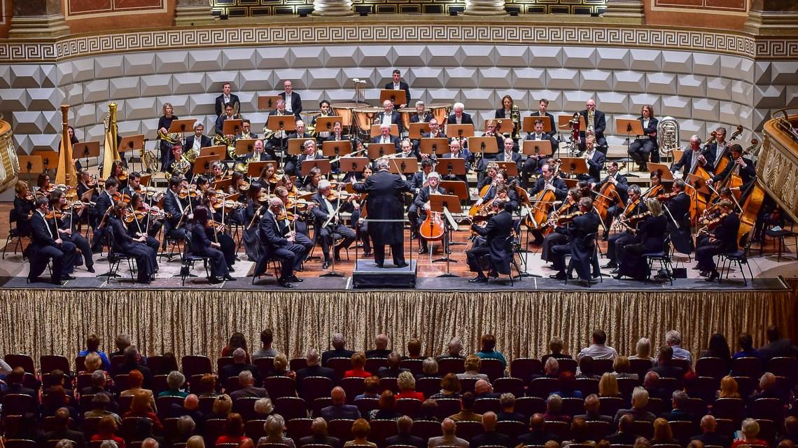 Impressionen vom 6. Sinfoniekonzert im Kurhaus. Bild: Volker Watschounek