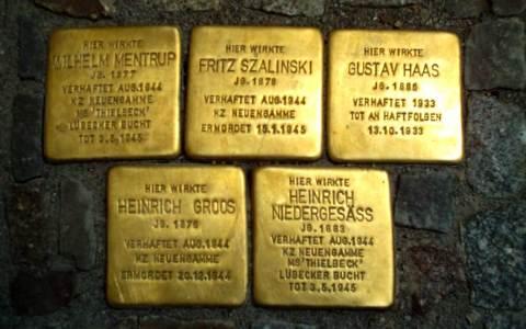 Stolpersteine in Osnabrück am Kollegienwall. Symbolbild: Roland 1952 / Wikipedia