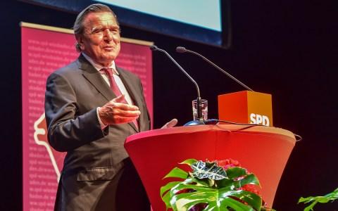Gerhard Schröder bei seiner Festrede zur 150 Jahr Feier der SPD Wiesbaden. Bild: Volker Watschounek