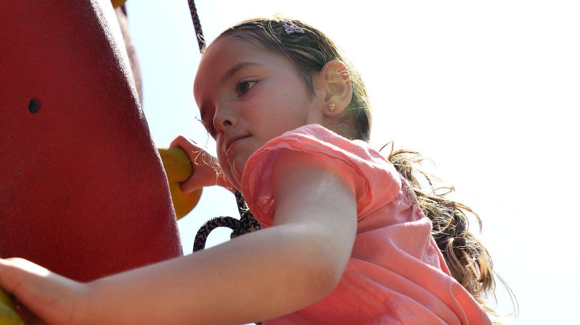 Geschicklichkeit, Jonglage, Klettern ... Kindern sind gerne draußen. Bild: Volker Watschounek