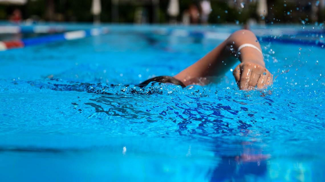Kraulschwimmen in einem 50-Meter-Becken. Da geht einem schon mal die Puste aus. Bild: Volker Watschounek
