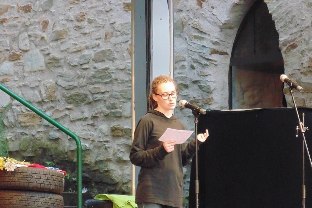 Lena Krispin beim Poetry Slam 2017 Wiesbaden, Sommerfestspiele - Bild: Heiko Schulz