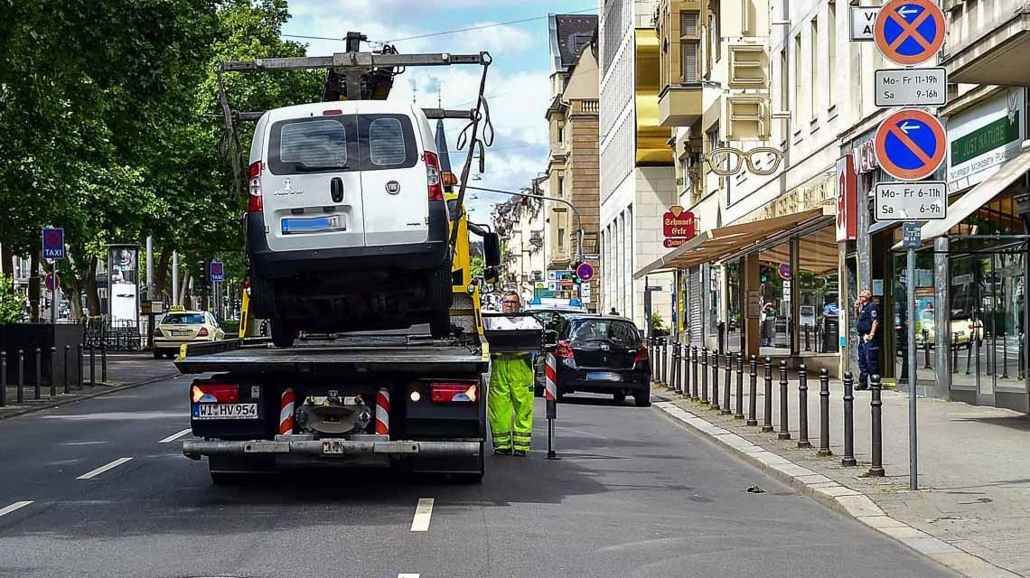 Das mobile Halteverbotsschild hatte es angekündigt... Bild: Volker Watschounek
