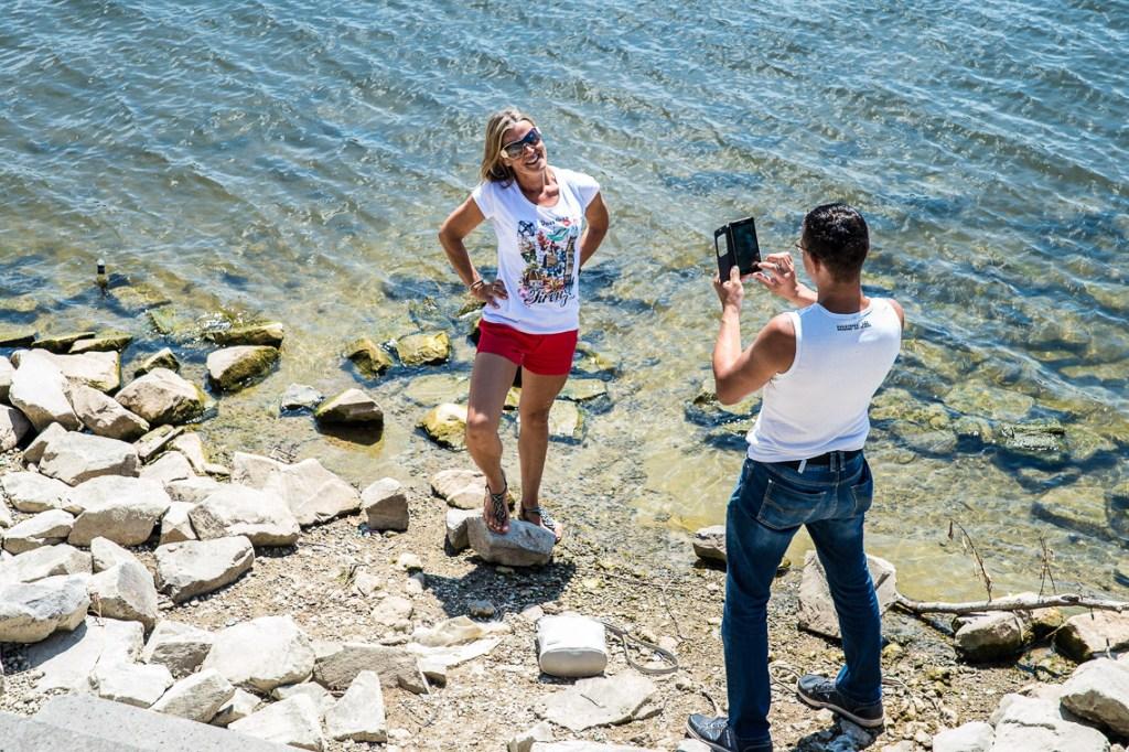 Angelo und Martina, sie wohnt in Wiesbaden, er in der Nähe von Mailand. Zum ersten Mal getroffen haben sie sich im Urlaub auf der Insel Gran Canaria. Jetzt lernen sie sich kennen ... Bild: Volker Watschounek