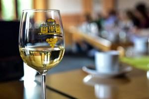 Weinglas zur Weinwoche, vorgesellt bei der Pressekonferenz zur Weinwoche. Build: Volker Watschounek