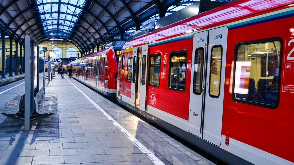 Wiesbadens Hauptbahnhof, kein Durchgfahrtsbahnhof, sondern einer mit Kopfende. Bild: Volker Watschounek