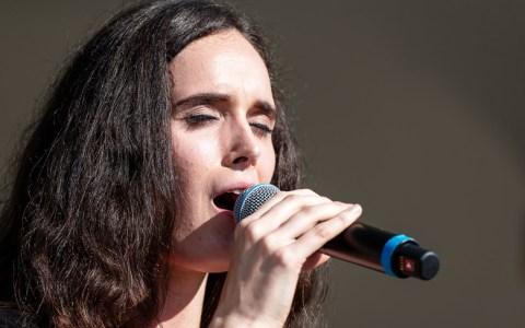 Naomi Kraft auf der Bühne beim Sekttag. Bild: Ralf Brinkmann