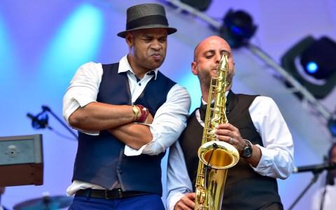 Roberto Fonseca und Jimmy Janks am Saxophon. Symbolbild thalhaus. Bild Volker Watschounek