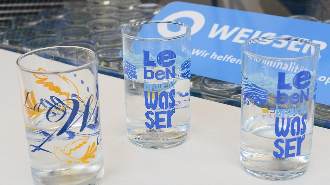 Wasser-Battle: Die Wässer aus Schrierstein, dem Taunus und dem Ried im Vergleich. Bild: Volker Watschounek