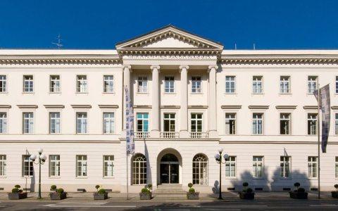 """Coronavirus, Wirtschaftsaufschwung, IHK-Wiesbaden im """"Erbprinzenpalais"""" in der Wilhelmstraße 24-26. Themen: Diesel-Fahrverbot Bild: IHK"""