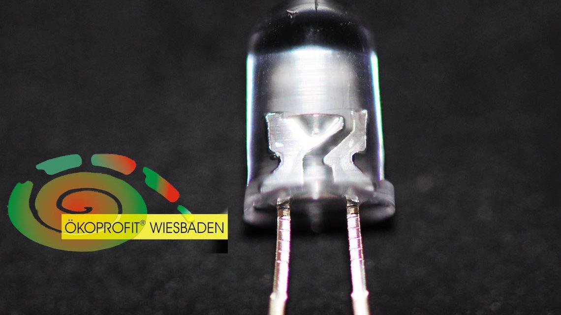 Ökoprofit Runde in Wiesbaden: LED Lampen helfen Strom sparen. Bild: Flickr / Paul Scott
