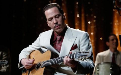 """Szene aus """"Django – Ein Leben für die Musik"""" mit Mike Reinhardt. Bild: Veranstalter"""