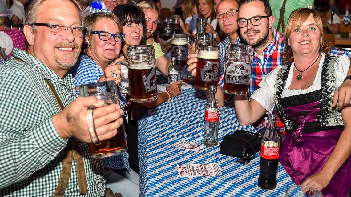 "Wiesbadens ""Fidelen Narren"" feiern das Oktoberfest"
