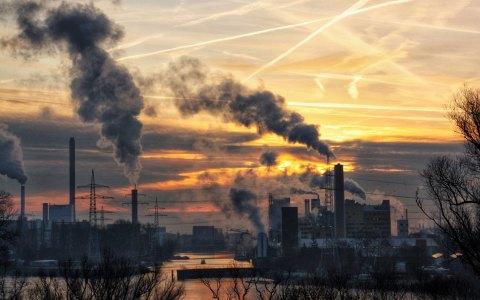 Industrieromantik – Blick von der Schiersteiner Brücke. Bild: Martin Fisch, CC-BY-2.0, Flickr