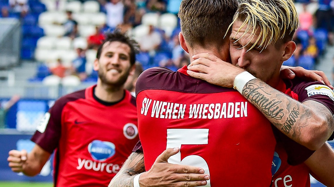 SV Wehen Wiesbaden Torjubel. Archivbild @ 2017 Volker Watschounek