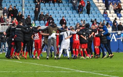 SVWW, 3. Liga, 14. Spieltag. 2017.2018, SV Wehen Wiesbaden - SC Preußen Münster, Endergebnis 6:2. Die Mannschaft feiert. Bild: Volker Watschounek