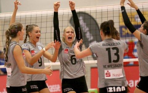 Wiesbadens Volleyballerinnen feiern Arbeitssieg in Erfurt. ©2017 Detlef Gottwald