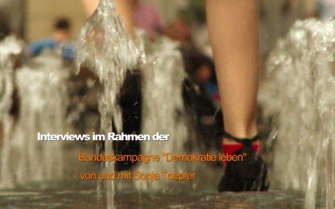 Sonja Töpfer führt in Wiesbadens Innenstadt Gespräche zum Thema Schönheit und Demokratie. Bild: ©2017 Vimeo / Sonja Töpfer